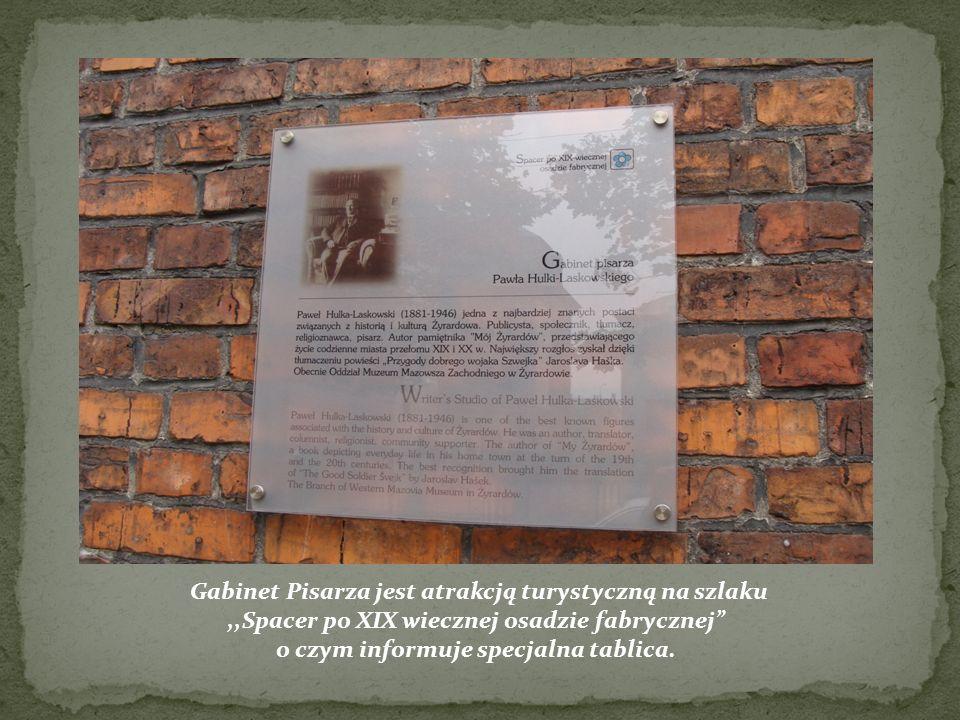 Gabinet Pisarza jest atrakcją turystyczną na szlaku,,Spacer po XIX wiecznej osadzie fabrycznej o czym informuje specjalna tablica.