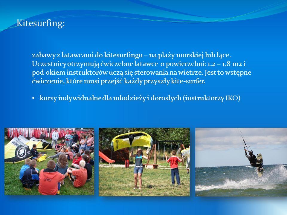 Kitesurfing: zabawy z latawcami do kitesurfingu – na plaży morskiej lub łące. Uczestnicy otrzymują ćwiczebne latawce o powierzchni: 1.2 – 1.8 m2 i pod