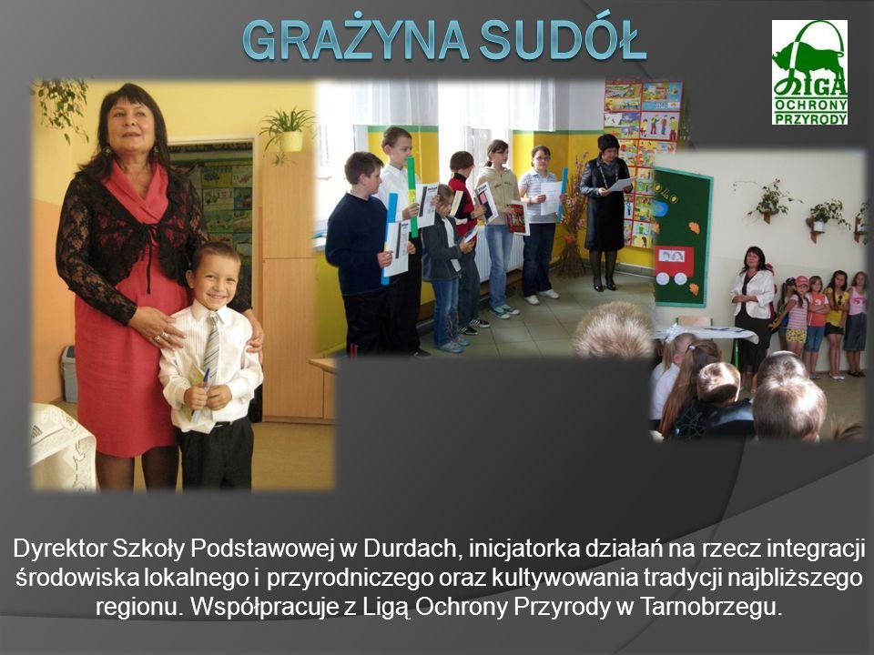 Dyrektor Szkoły Podstawowej w Durdach, inicjatorka działań na rzecz integracji środowiska lokalnego i przyrodniczego oraz kultywowania tradycji najbli