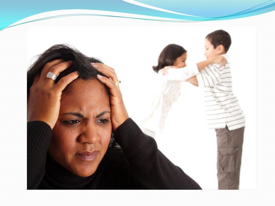 Rozładowuje emocje przez: motoryczne nieopanowanie – kopanie, plucie, uciekanie, obgryzanie paznokci, dłubanie w nosie, strojenie min werbalne nieopanowanie – przechwalanie się, przeklinanie, specjalne koślawienie języka lęki i koszmary senne ssanie palca tylko podczas snu konieczność oddawania moczu podczas napięcia emocjonalnego bóle brzucha a nawet wymioty w momencie stresu