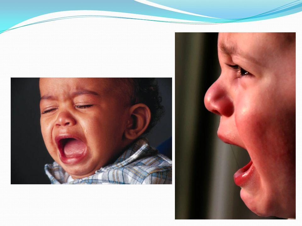 Rozładowuje emocje przez: ssanie kciuka lecz rzadsze niż w młodszym wieku kołysanie, uderzanie głową może wystąpić jąkanie obdrapywanie tapet, niszczenie małych przedmiotów, bałaganiarstwo nagłe, agresywne ataki – uderza obcą osobę napady wściekłości