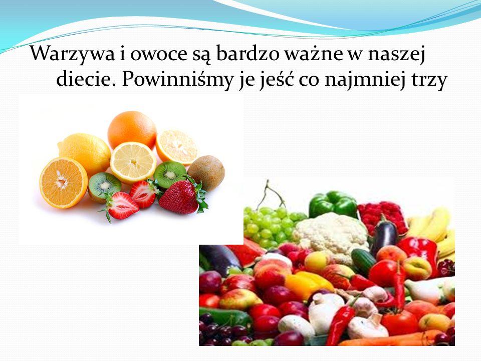 Warzywa i owoce są bardzo ważne w naszej diecie. Powinniśmy je jeść co najmniej trzy razy dziennie.