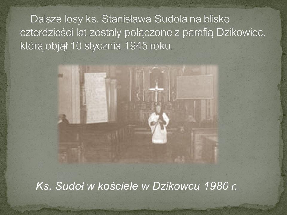 Ks. Sudoł w kościele w Dzikowcu 1980 r.