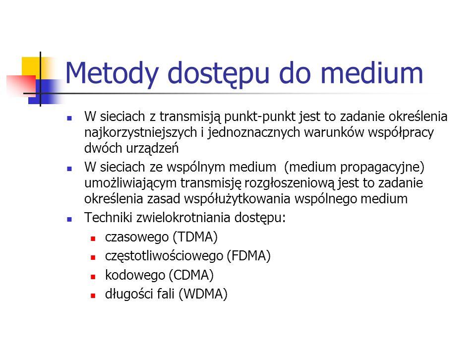 Metody dostępu do medium W sieciach z transmisją punkt-punkt jest to zadanie określenia najkorzystniejszych i jednoznacznych warunków współpracy dwóch urządzeń W sieciach ze wspólnym medium (medium propagacyjne) umożliwiającym transmisję rozgłoszeniową jest to zadanie określenia zasad współużytkowania wspólnego medium Techniki zwielokrotniania dostępu: czasowego (TDMA) częstotliwościowego (FDMA) kodowego (CDMA) długości fali (WDMA)