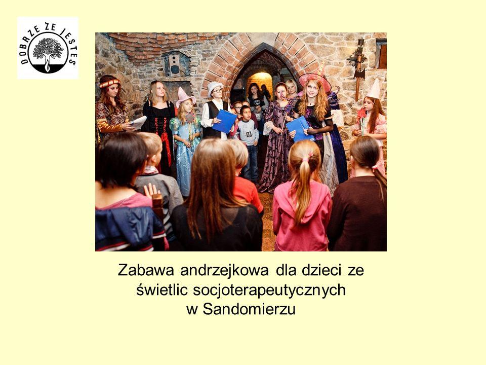 Zabawa andrzejkowa dla dzieci ze świetlic socjoterapeutycznych w Sandomierzu