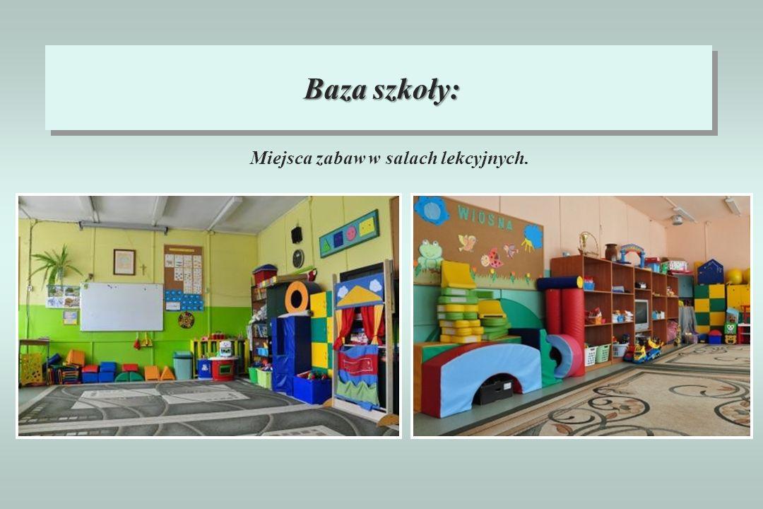 Baza szkoły: Miejsca zabaw w salach lekcyjnych.