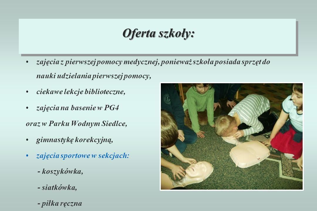 zajęcia z pierwszej pomocy medycznej, ponieważ szkoła posiada sprzęt do nauki udzielania pierwszej pomocy, ciekawe lekcje biblioteczne, zajęcia na bas