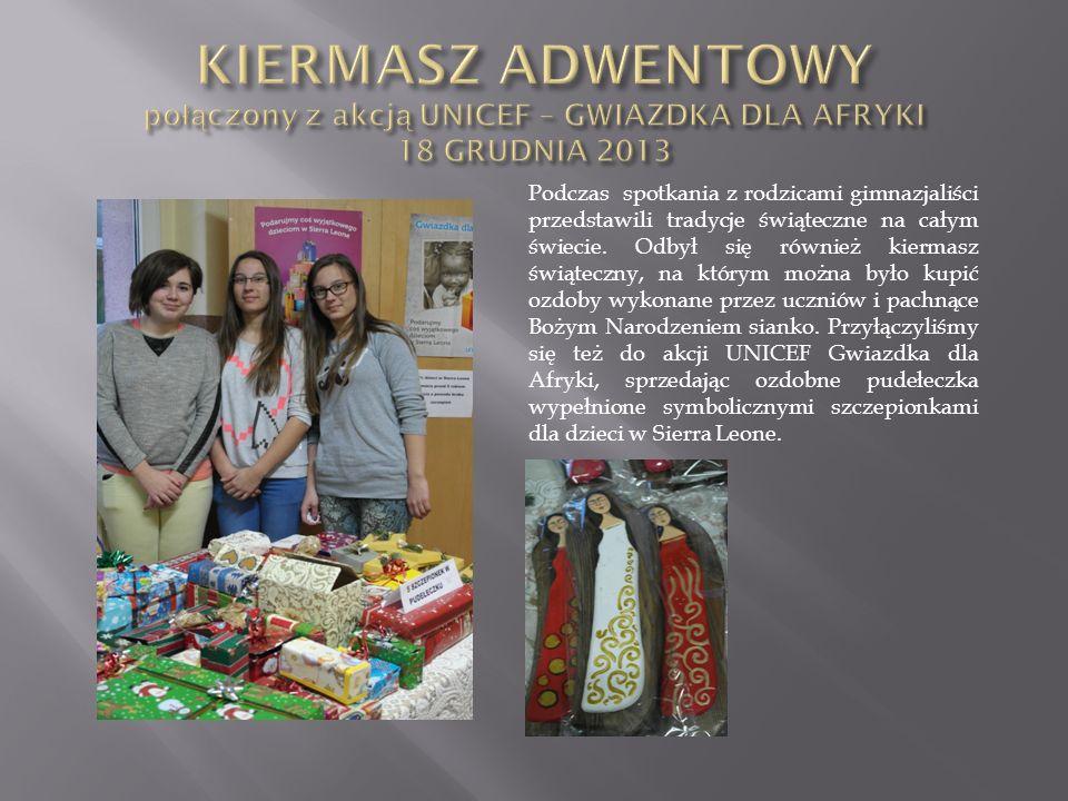 Podczas spotkania z rodzicami gimnazjaliści przedstawili tradycje świąteczne na całym świecie. Odbył się również kiermasz świąteczny, na którym można