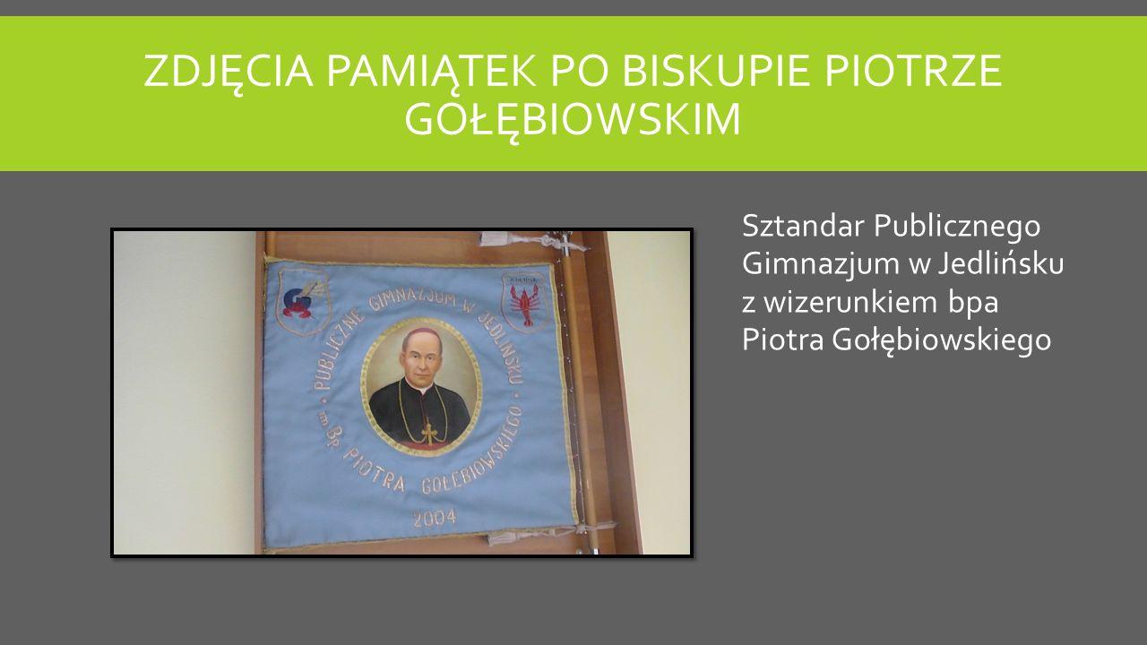 ZDJĘCIA PAMIĄTEK PO BISKUPIE PIOTRZE GOŁĘBIOWSKIM Sztandar Publicznego Gimnazjum w Jedlińsku z wizerunkiem bpa Piotra Gołębiowskiego