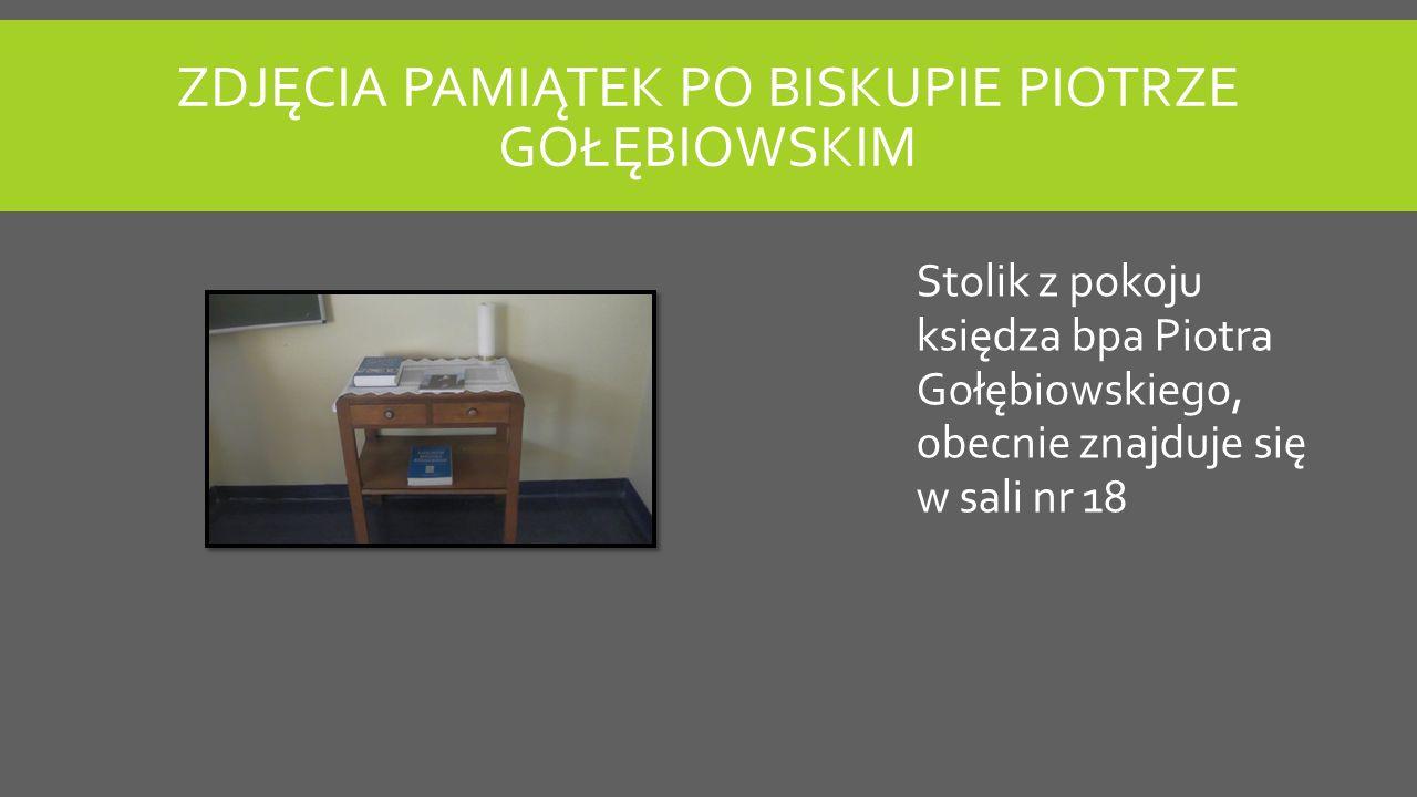 ZDJĘCIA PAMIĄTEK PO BISKUPIE PIOTRZE GOŁĘBIOWSKIM Stolik z pokoju księdza bpa Piotra Gołębiowskiego, obecnie znajduje się w sali nr 18