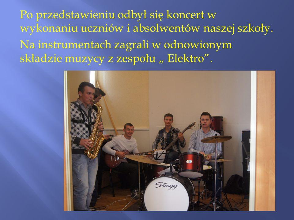 Po przedstawieniu odbył się koncert w wykonaniu uczniów i absolwentów naszej szkoły. Na instrumentach zagrali w odnowionym składzie muzycy z zespołu E