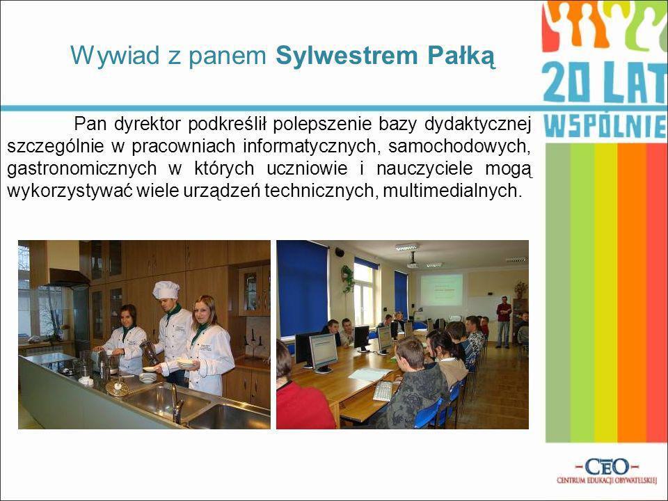Pan dyrektor podkreślił polepszenie bazy dydaktycznej szczególnie w pracowniach informatycznych, samochodowych, gastronomicznych w których uczniowie i