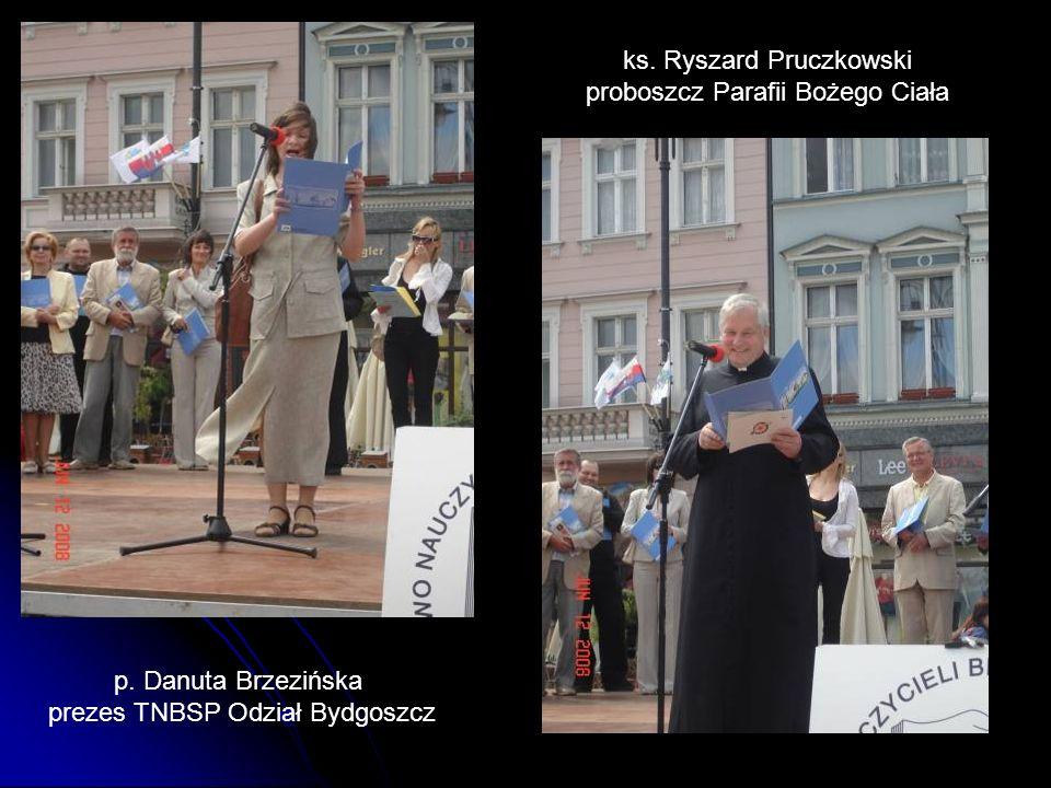 ks. Ryszard Pruczkowski proboszcz Parafii Bożego Ciała p. Danuta Brzezińska prezes TNBSP Odział Bydgoszcz