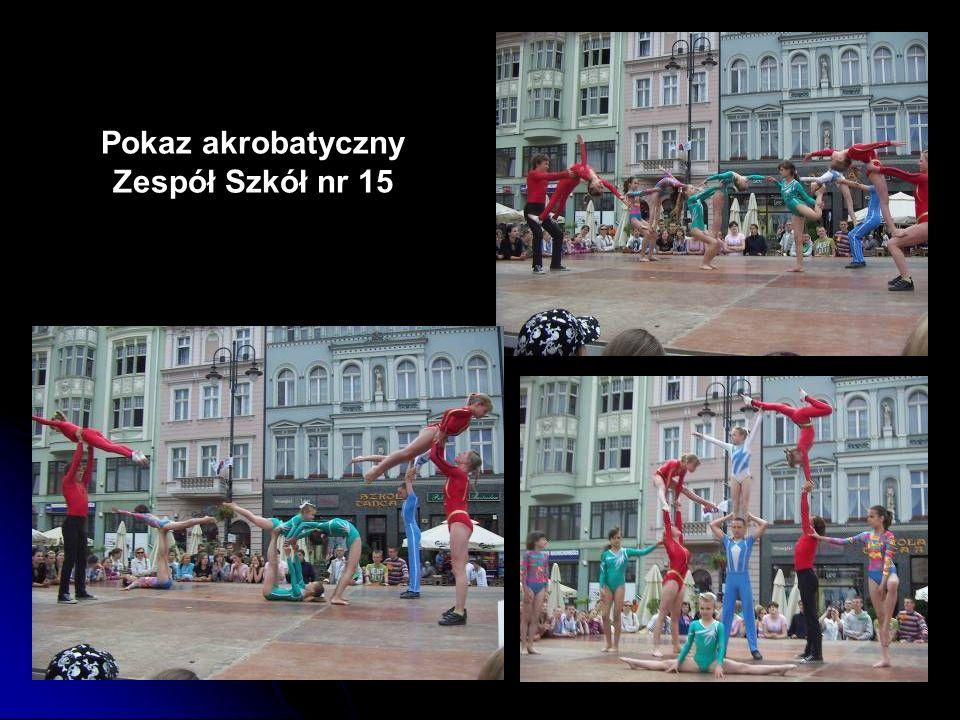 Pokaz akrobatyczny Zespół Szkół nr 15