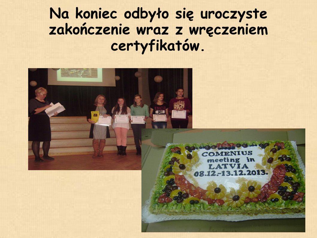 Na koniec odbyło się uroczyste zakończenie wraz z wręczeniem certyfikatów.