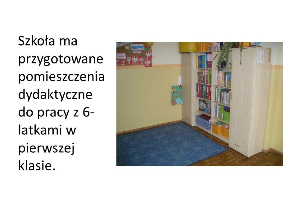 Szkoła ma przygotowane pomieszczenia dydaktyczne do pracy z 6- latkami w pierwszej klasie.