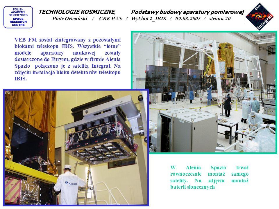 W Alenia Spazio trwał równoczesnie montaż samego satelity. Na zdjęciu montaż baterii słonecznych VEB FM został zintegrowany z pozostałymi blokami tele
