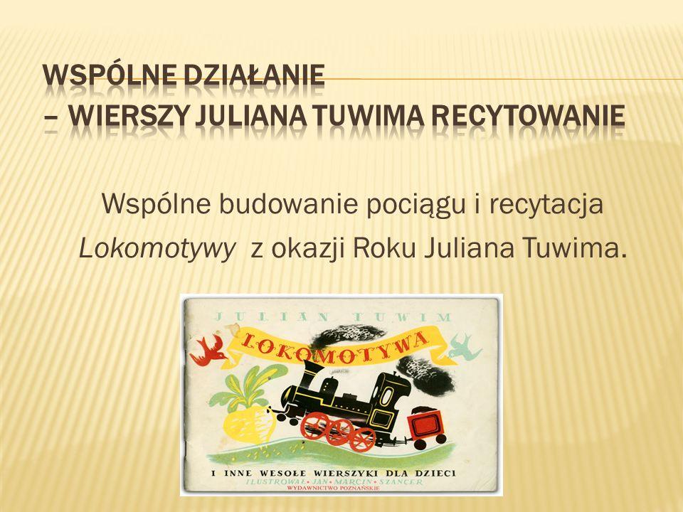Wspólne budowanie pociągu i recytacja Lokomotywy z okazji Roku Juliana Tuwima.