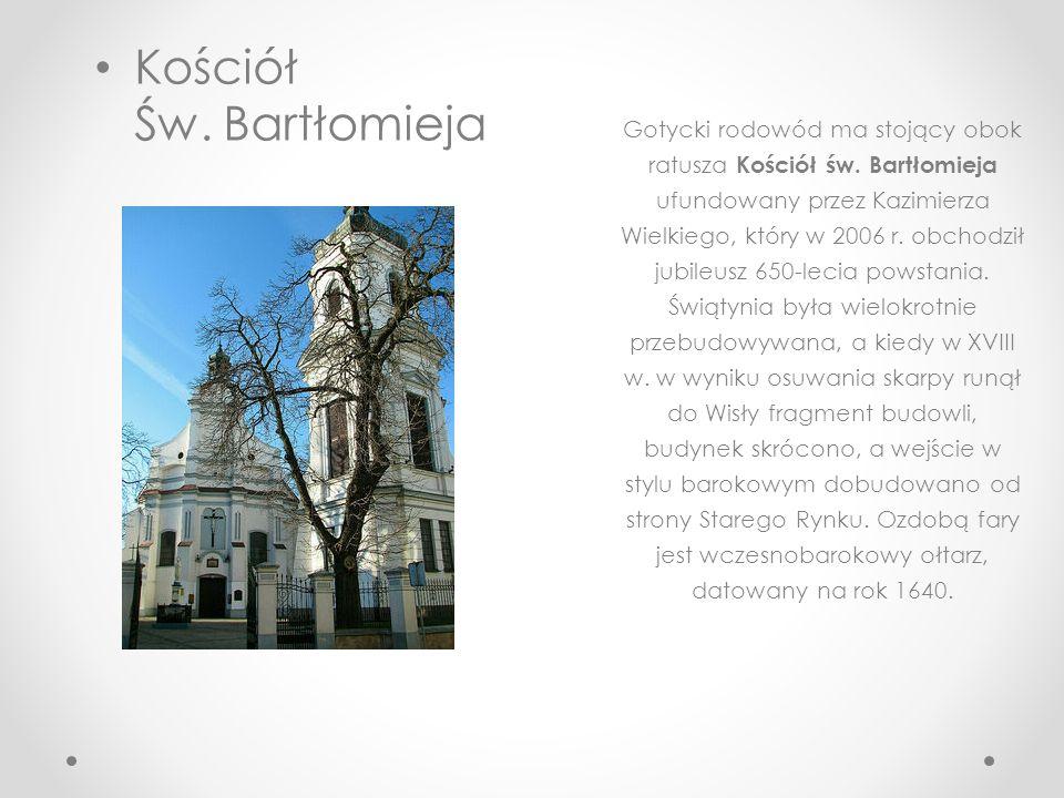 Płocki Ratusz Zbudowany w latach dwudziestych XIX wieku, zaprojektowany został przez Jakuba Kubickiego, jednego z wybitnych architektów okresu klasycy