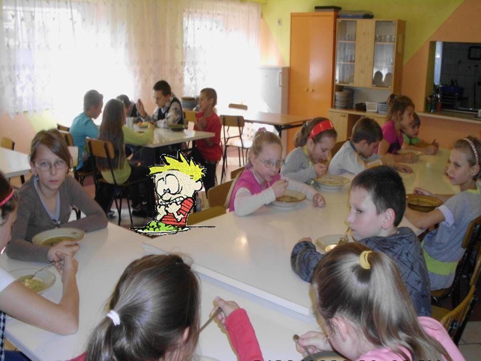 Tu będzie zdjęcie jadalni z uczniami