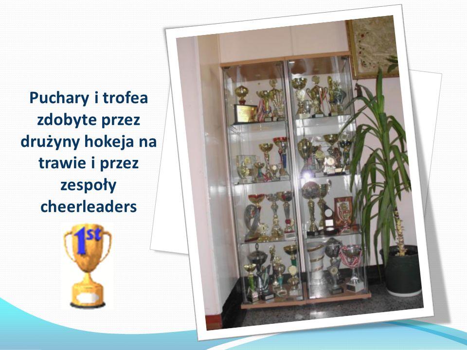 Puchary i trofea zdobyte przez drużyny hokeja na trawie i przez zespoły cheerleaders