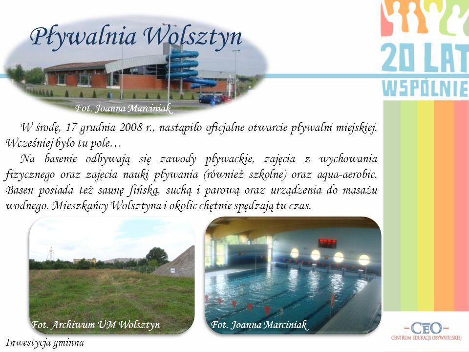 Pływalnia Wolsztyn Fot. Archiwum UM Wolsztyn W środę, 17 grudnia 2008 r., nastąpiło oficjalne otwarcie pływalni miejskiej. Wcześniej było tu pole… Na