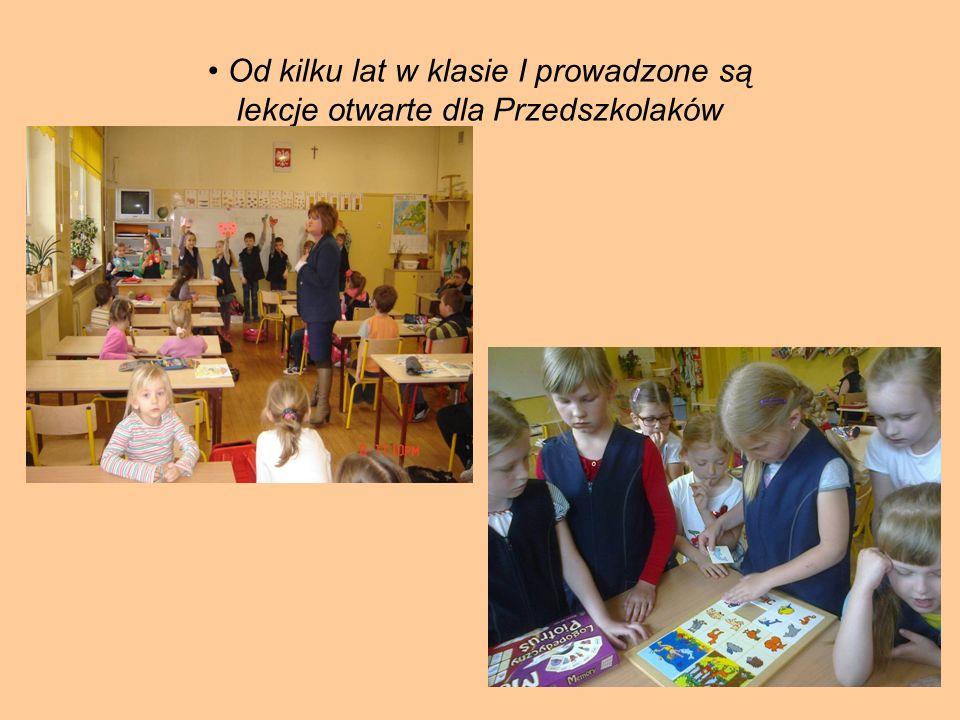 Przedszkolaki i uczniowie klasy I z wielką radością i zaangażowaniem uczestniczą we wspólnych przedstawieniach, zabawach oraz zajęciach ruchowych.