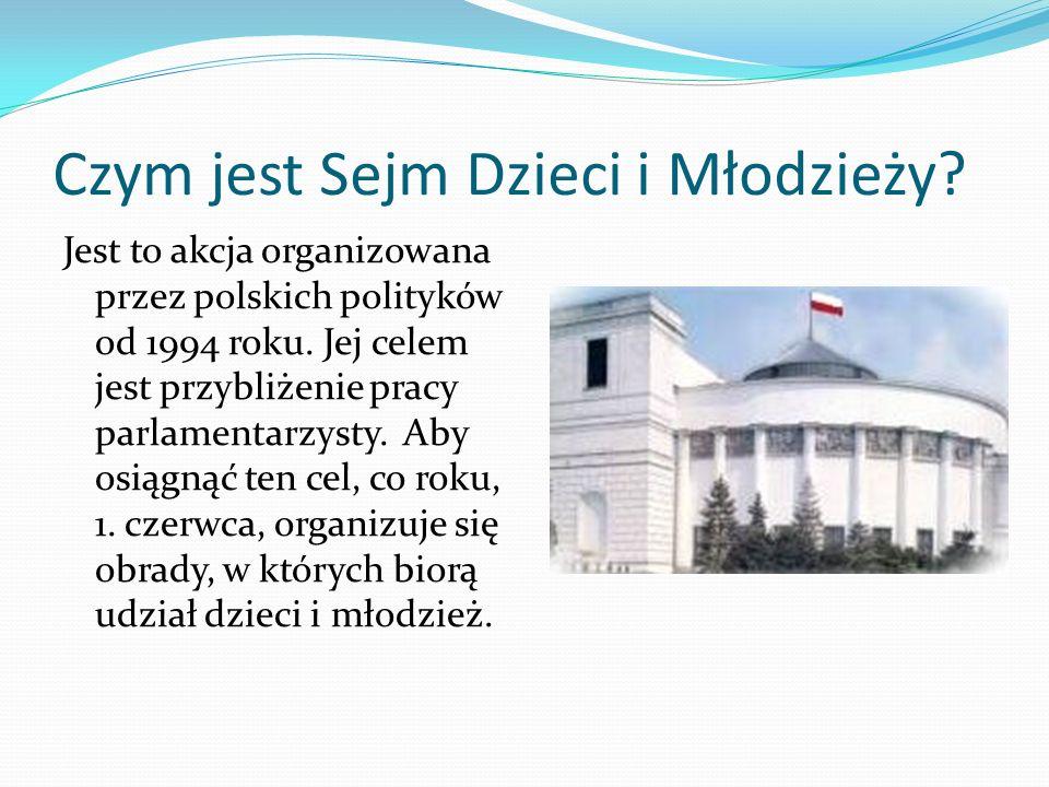Czym jest Sejm Dzieci i Młodzieży? Jest to akcja organizowana przez polskich polityków od 1994 roku. Jej celem jest przybliżenie pracy parlamentarzyst