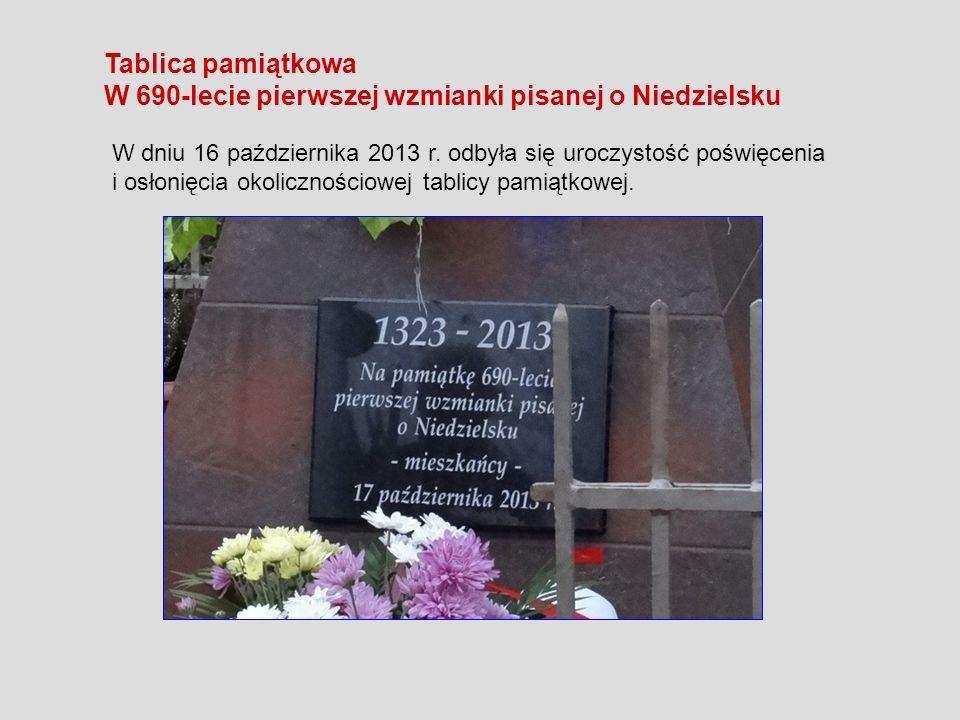 Tablica pamiątkowa W 690-lecie pierwszej wzmianki pisanej o Niedzielsku W dniu 16 października 2013 r. odbyła się uroczystość poświęcenia i osłonięcia