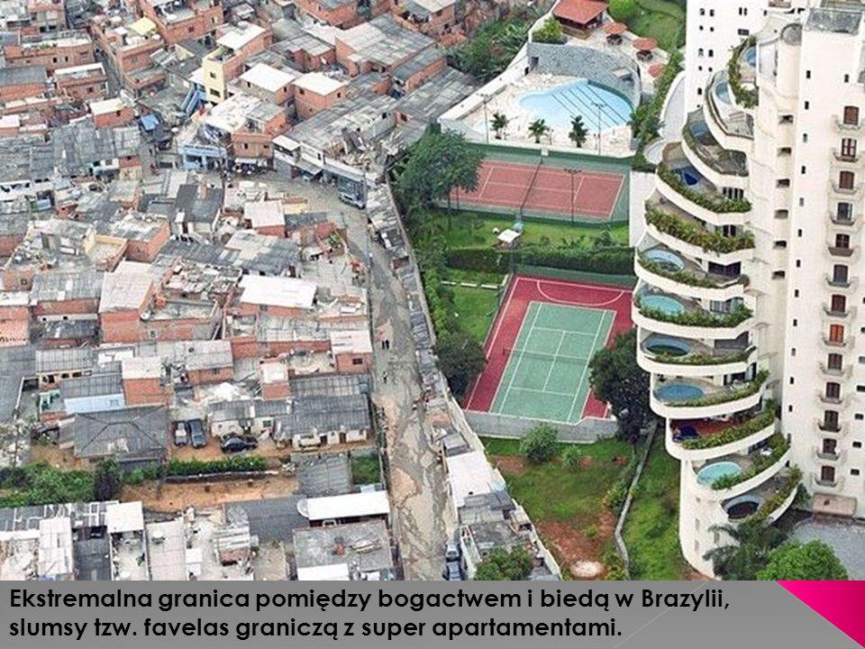 Ekstremalna granica pomiędzy bogactwem i biedą w Brazylii, slumsy tzw. favelas graniczą z super apartamentami.