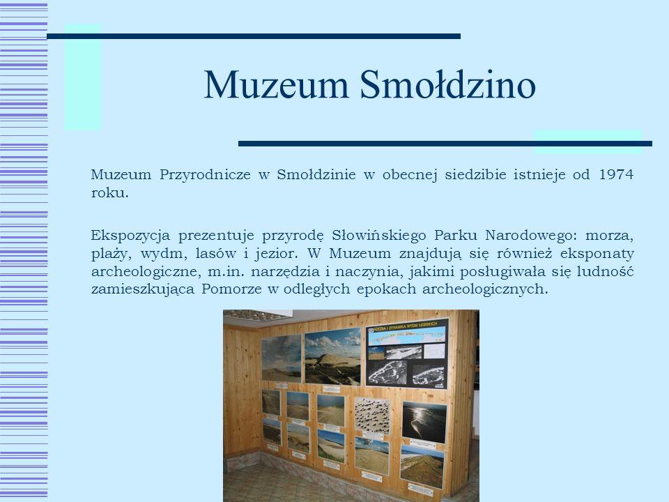 Muzeum Smołdzino Muzeum Przyrodnicze w Smołdzinie w obecnej siedzibie istnieje od 1974 roku. Ekspozycja prezentuje przyrodę Słowińskiego Parku Narodow