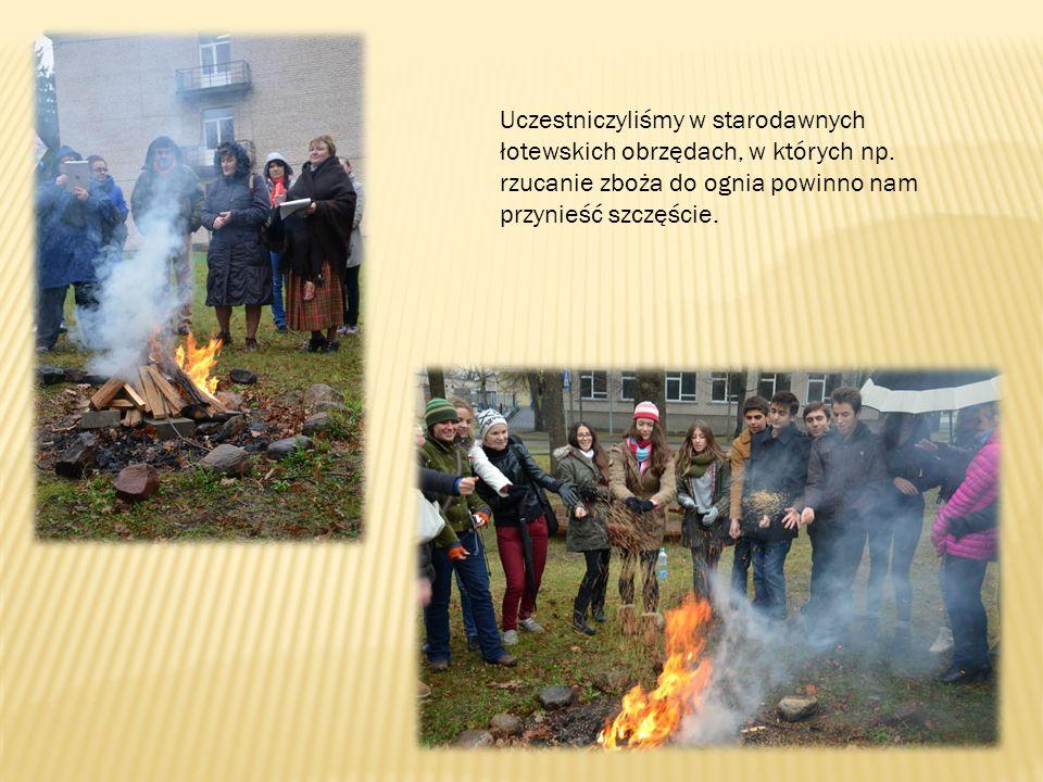 Uczestniczyliśmy w starodawnych łotewskich obrzędach, w których np.