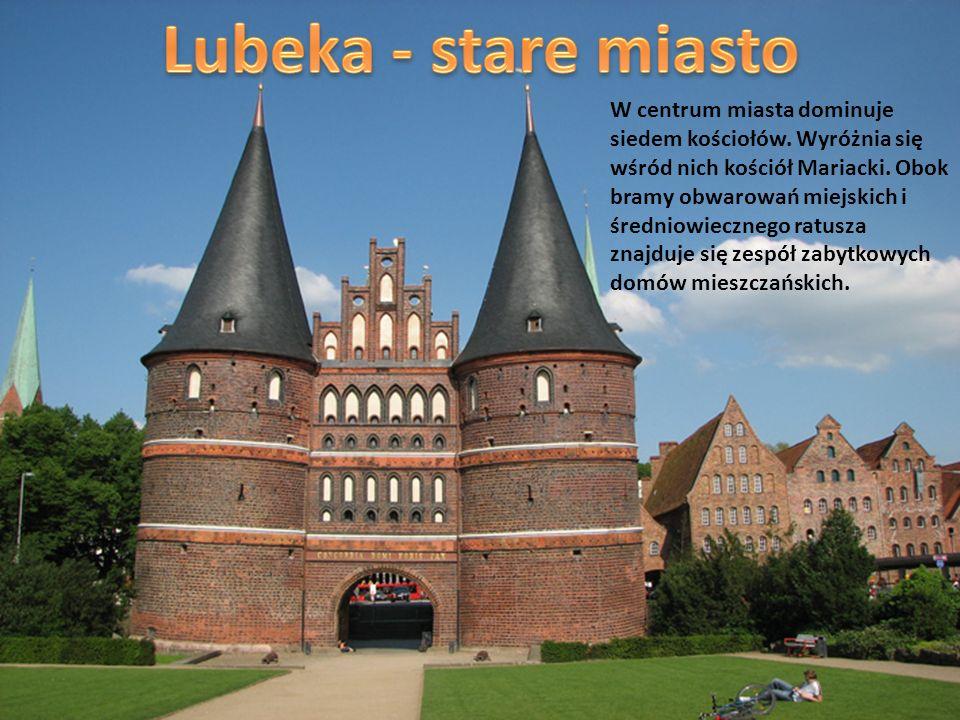 W centrum miasta dominuje siedem kościołów. Wyróżnia się wśród nich kościół Mariacki. Obok bramy obwarowań miejskich i średniowiecznego ratusza znajdu