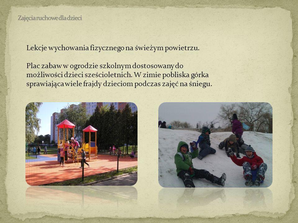 Lekcje wychowania fizycznego na świeżym powietrzu. Plac zabaw w ogrodzie szkolnym dostosowany do możliwości dzieci sześcioletnich. W zimie pobliska gó