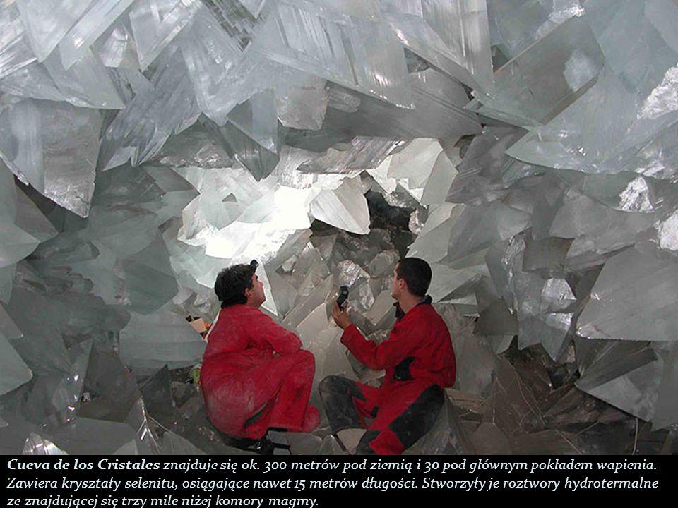 Cueva de los Cristales znajduje się ok.300 metrów pod ziemią i 30 pod głównym pokładem wapienia.