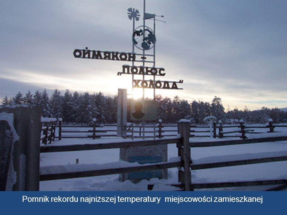 Przez dziewięć miesięcy, pozostaje Oymyakon pod śniegiem, Zanurzony w zamarzniętym krajobrazie.
