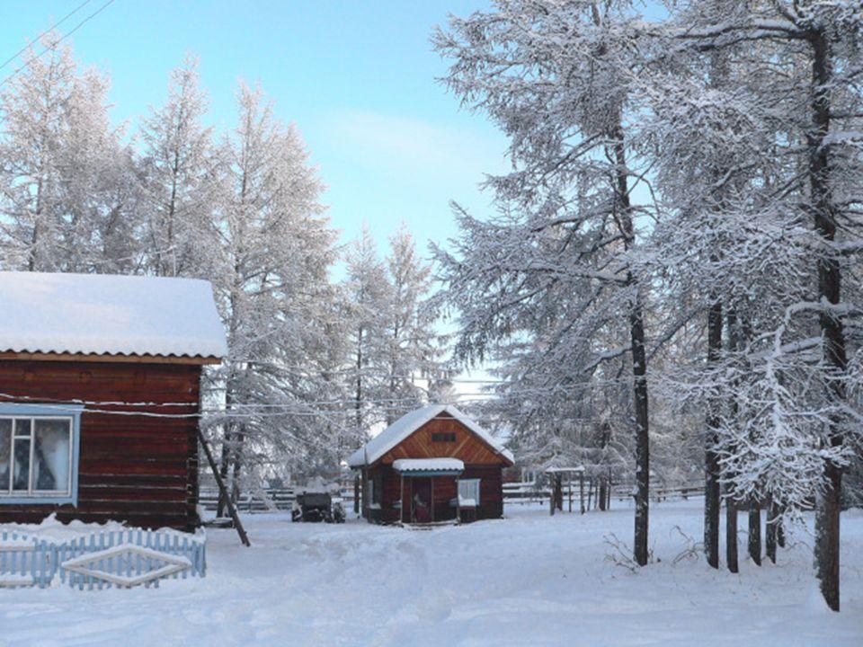 Na początku XX wieku Oymyakon był miejscem hodowli reniferów, W czasie rozkwitu sowieckiego reżimu stał się miastem dobrze zaopatrzonym, a góry w regionie są wyjątkowo bogate w złoto, srebro, platyna i inne metale szlachetne.
