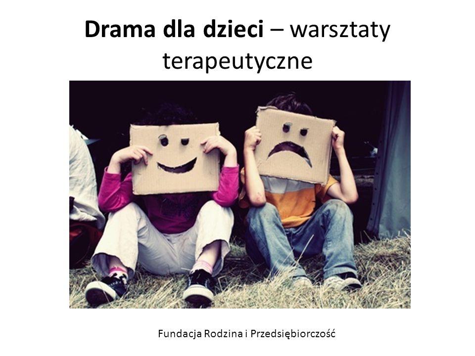 Drama dla dzieci Dziecko poprzez uczestnictwo w zajęciach dramowych: stymuluje myślenie twórcze i rozwija wyobraźnię angażuje emocjonalne co wpływa na jego procesy motywacyjne zdobywa wiedzę o samym sobie rozwija możliwości wyrażania siebie, a co za tym idzie poczucia własnej wartości rozwija inteligencję emocjonalną, czyli: znajomość własnych emocji, rozpoznawania emocji innych osób, kształtuje się umiejętność kierowania emocjami uczy podejmowana świadomych decyzji wypracowuje postawy i umiejętności: pewność siebie, asertywność, umiejętność zabrania głosu na forum publicznym, charyzmę, kreatywność, spontaniczność Fundacja Rodzina i Przedsiębiorczość