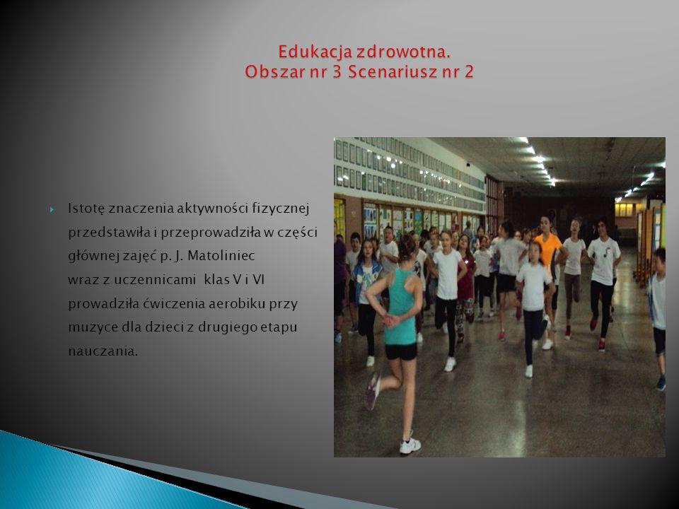 Zajęcia zakończył uroczysty pokaz wielobarwnych kreacji i propagowanie haseł dotyczących zdrowego trybu życia i odżywiania w holu głównym szkoły oraz…..
