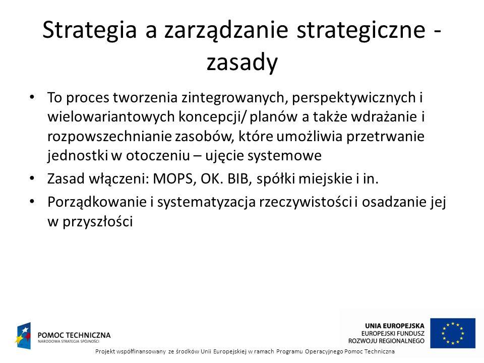 Strategia a zarządzanie strategiczne - zasady To proces tworzenia zintegrowanych, perspektywicznych i wielowariantowych koncepcji/ planów a także wdra
