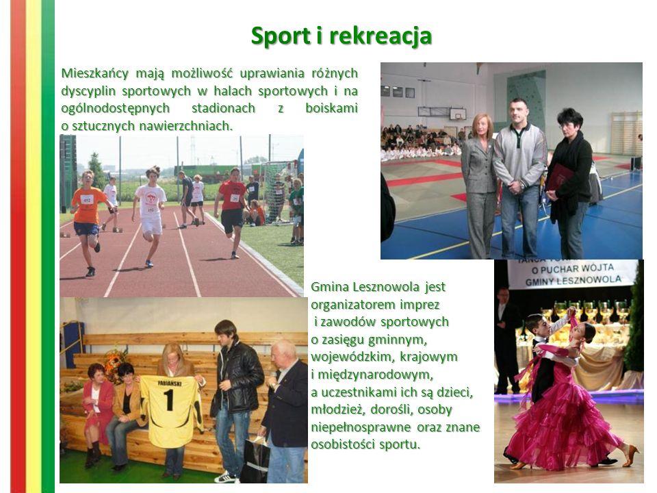 Sport i rekreacja Mieszkańcy mają możliwość uprawiania różnych dyscyplin sportowych w halach sportowych i na ogólnodostępnych stadionach z boiskami o sztucznych nawierzchniach.