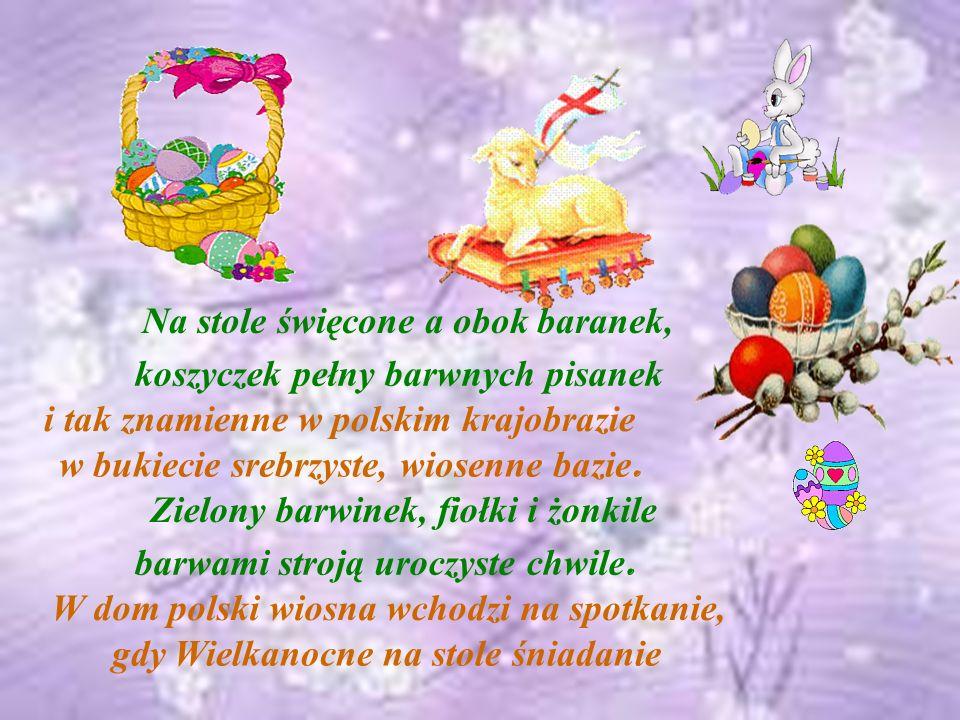 Na stole święcone a obok baranek, i tak znamienne w polskim krajobrazie w bukiecie srebrzyste, wiosenne bazie.
