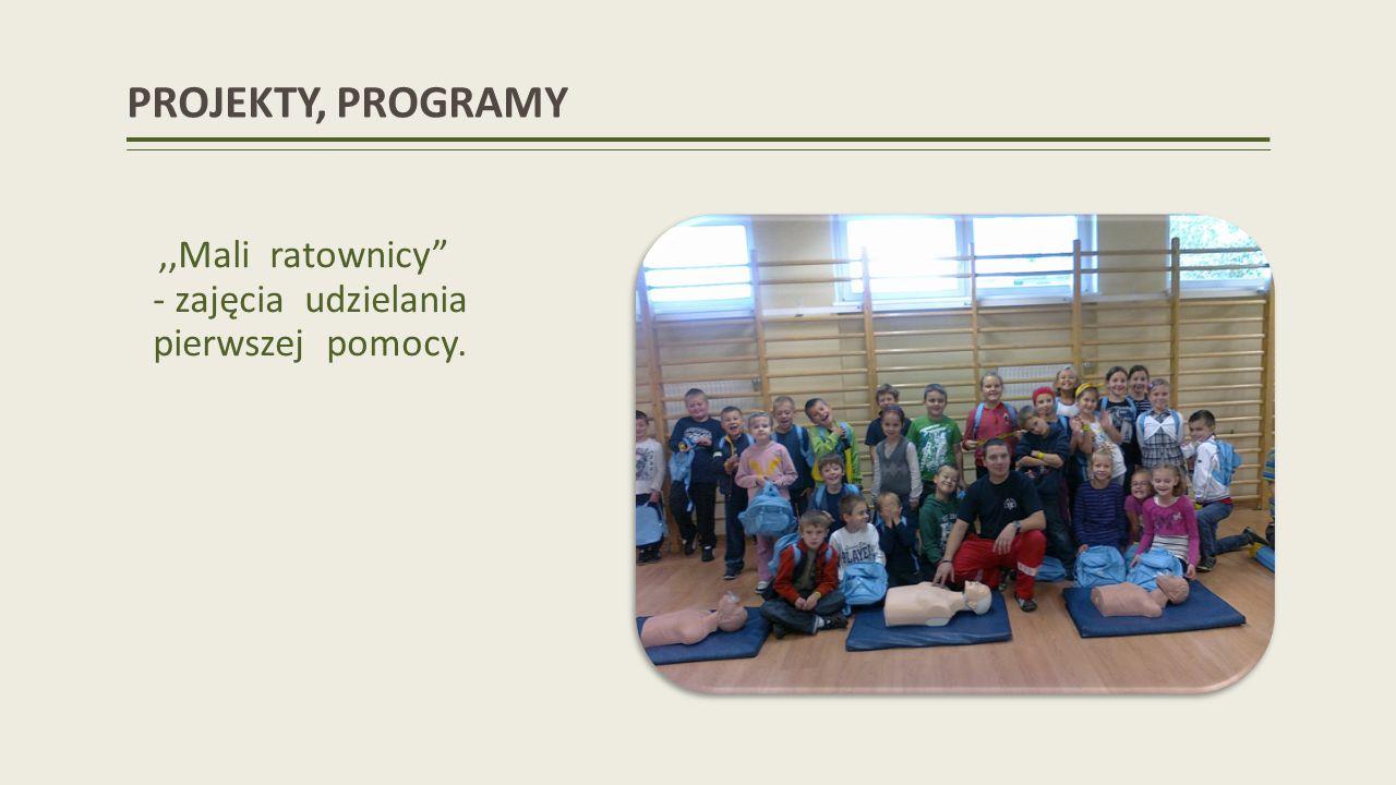 AKCJE CHARYTATYWNE Akcja PCK Pomoc osobom bezdomnych i potrzebujących pomocy 9-10.11.2013 r.