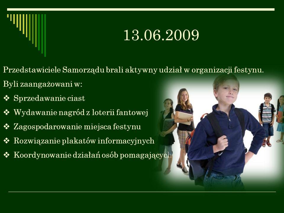 13.06.2009 Przedstawiciele Samorządu brali aktywny udział w organizacji festynu. Byli zaangażowani w: Sprzedawanie ciast Wydawanie nagród z loterii fa