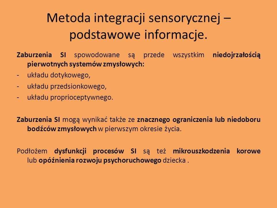 Niektóre objawy zaburzeń integracji sensorycznej: 1.opóźnienie lub inne zaburzenia integracji odruchów, 2.podwrażliwość lub nadwrażliwość na dotyk, ruch, działanie siły grawitacji, hałas, bodźce słuchowe i wzrokowe, 3.trudności z przekraczaniem linii środkowej ciała, 4.trudności z odtwarzaniem bodźców wzrokowych,słuchowych, ruchowych, 5.problemy słuchowo-ruchowe, 6.problemy dotykowo-ruchowe, 7.problemy słuchowo-przedsionkowe, 8.problemy węchowo-pamięciowe, 9.hiperaktywność, 10.