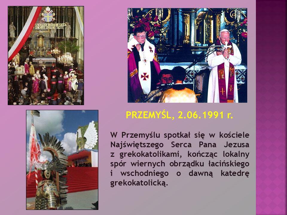 PRZEMYŚL, 2.06.1991 r. W Przemyślu spotkał się w kościele Najświętszego Serca Pana Jezusa z grekokatolikami, kończąc lokalny spór wiernych obrządku ła