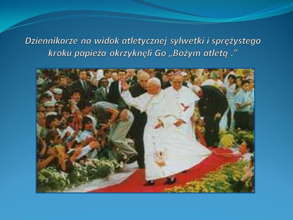 Żarty papieża z dziennikarzami Raz oślepiony fleszami lamp błyskowych dał reporterom znak, że też ma na nich oko i wszystko widzi Innym razem zapytany