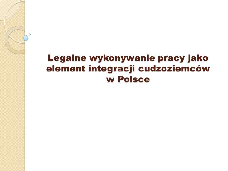 Podmiot powierzający wykonywanie pracy przez cudzoziemca - oznacza to jednostkę organizacyjną, chociażby nie posiadała osobowości prawnej lub osobę fizyczną, która na podstawie umowy lub innego stosunku prawnego powierza wykonywanie pracy cudzoziemcowi; Zezwolenie na pracę - oznacza to decyzję właściwego organu, uprawniającą cudzoziemca do wykonywania pracy na terytorium Rzeczypospolitej Polskiej na warunkach określonych w ustawie oraz w tej decyzji; Zatrudnienie - oznacza to wykonywanie pracy na podstawie stosunku pracy, stosunku służbowego oraz umowy o pracę nakładczą; Wykonywanie pracy przez cudzoziemca - oznacza to zatrudnienie, wykonywanie innej pracy zarobkowej lub pełnienie funkcji w zarządach osób prawnych, które uzyskały wpis do rejestru przedsiębiorców na podstawie przepisów o Krajowym Rejestrze Sądowym lub są spółkami kapitałowymi w organizacji; Nielegalne wykonywanie pracy przez cudzoziemca - oznacza to wykonywanie pracy przez cudzoziemca, który nie posiada ważnej wizy lub innego dokumentu uprawniającego go do pobytu na terytorium Rzeczypospolitej Polskiej, lub którego podstawa pobytu na terytorium Rzeczypospolitej Polskiej nie uprawnia do wykonywania pracy, lub który wykonuje pracę bez zezwolenia, w przypadkach gdy jest ono wymagane, lub na innych warunkach lub na innym stanowisku niż określone w zezwoleniu na pracę, z zastrzeżeniem art.