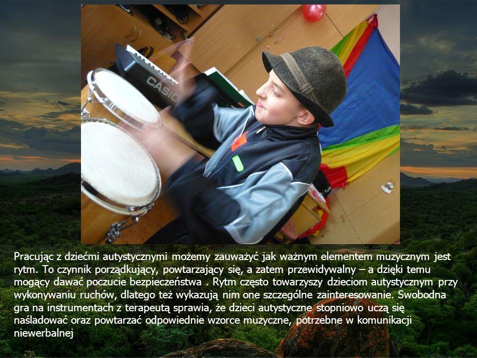 Pracując z dziećmi autystycznymi możemy zauważyć jak ważnym elementem muzycznym jest rytm.