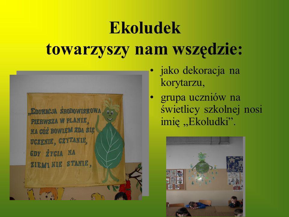 Ekoludek towarzyszy nam wszędzie: jako dekoracja na korytarzu, grupa uczniów na świetlicy szkolnej nosi imię Ekoludki.